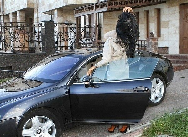 Onun arabası var ツ