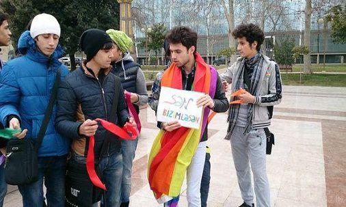 """Azerbaycanda cavan oğlanlarında """"qızlaşma"""" gedir - iddia"""